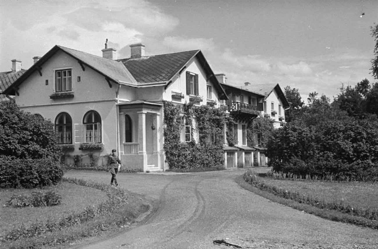 Dvorec Steiner, 1940