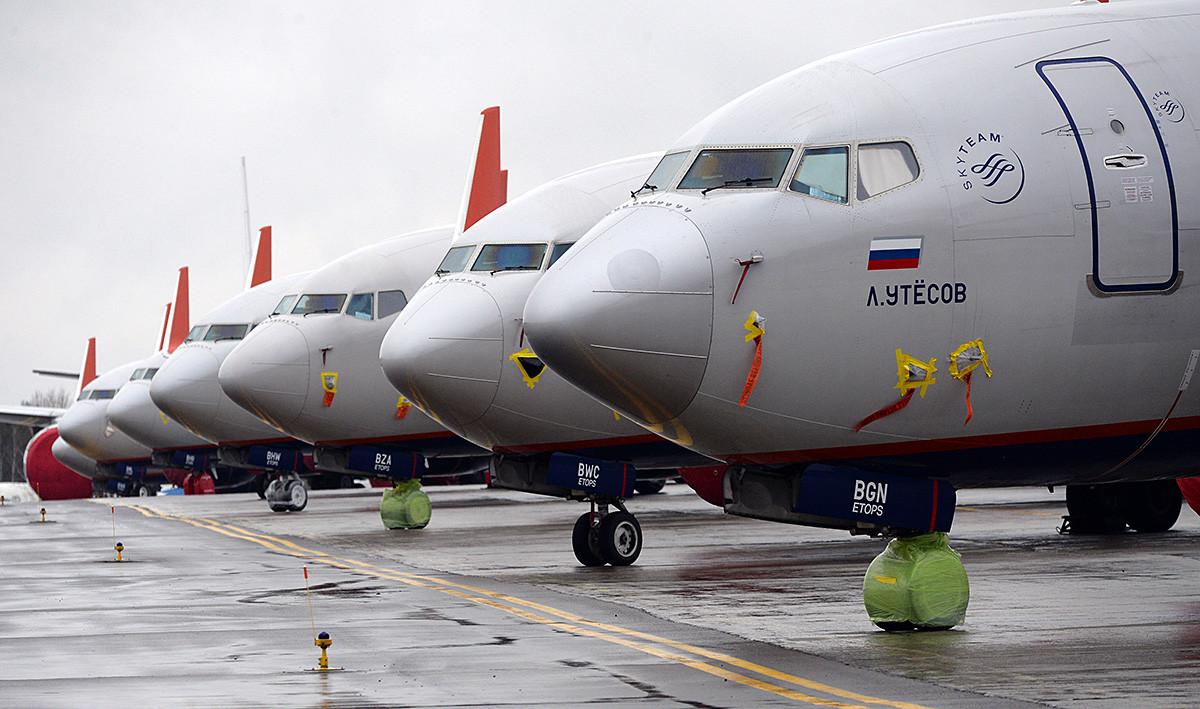 Aeroflot passenger planes Boeing 737-800 at the Parking lot at Krasnoyarsk airport