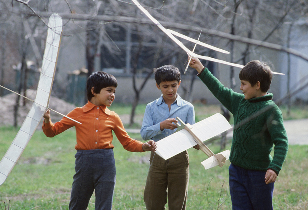 Clases de modelado de aviones, Dushanbé, 1982.