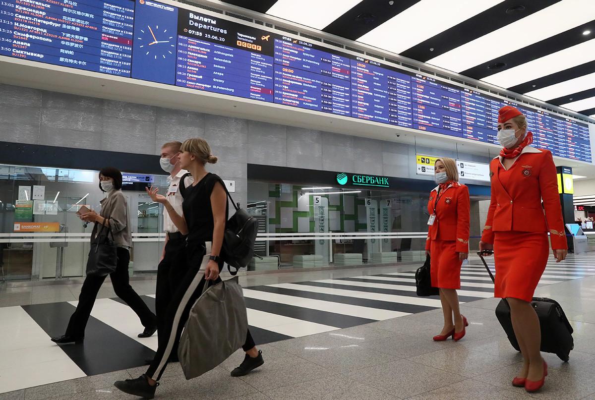 Suasana di terminal B, Bandara Sheremetyevo, Moskow.