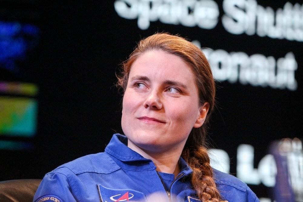 Cosmonauta Anna Kikina durante reunião no Museu da Cosmonáutica
