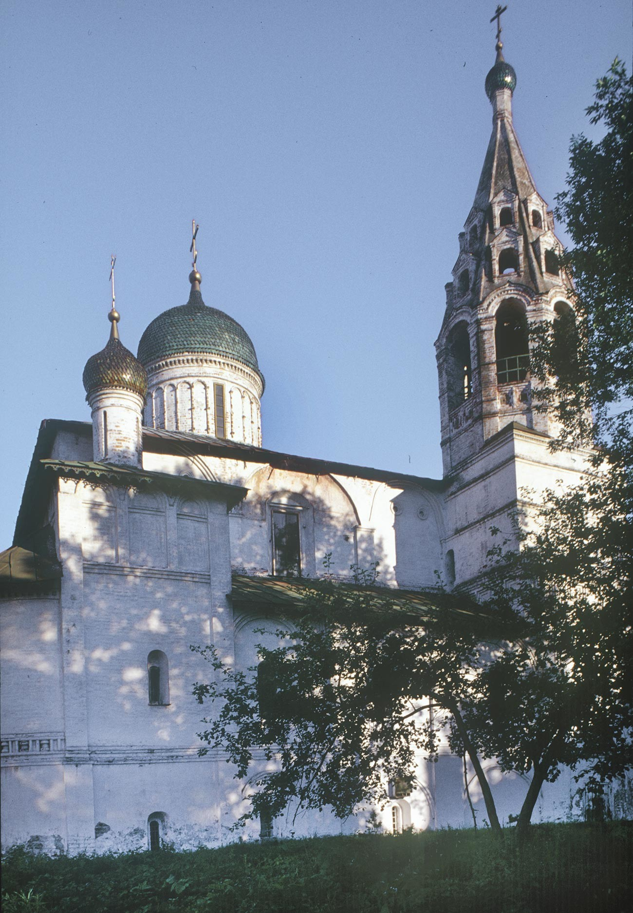 Church of St. Nicholas Nadein. North view with Chapel of the Annunciation (left). July 27, 1998