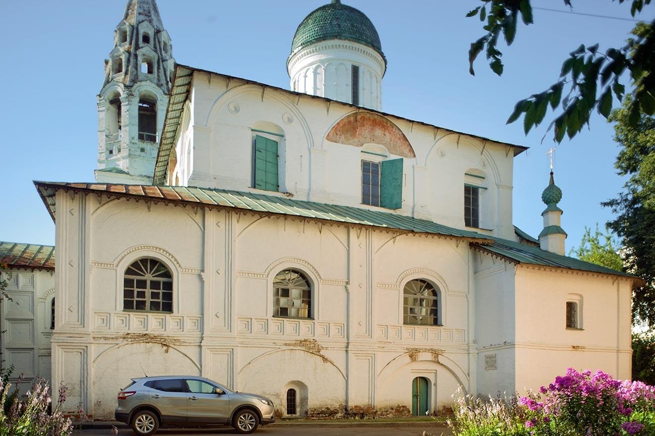 Church of St. Nicholas Nadein. South facade. August 15, 2017