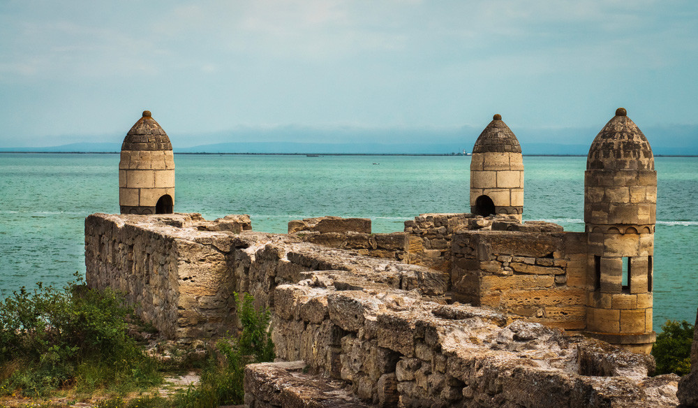 Ruins of Yeni-Kale fortress built by Ottoman Turks