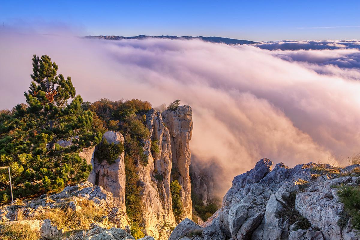 Pemandangan dari puncak Ai-Petri.