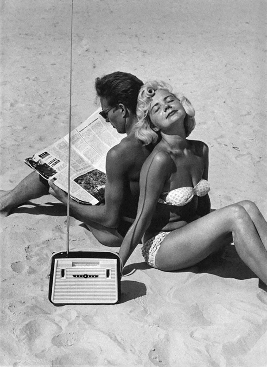 Bikini und Spidola-Radio