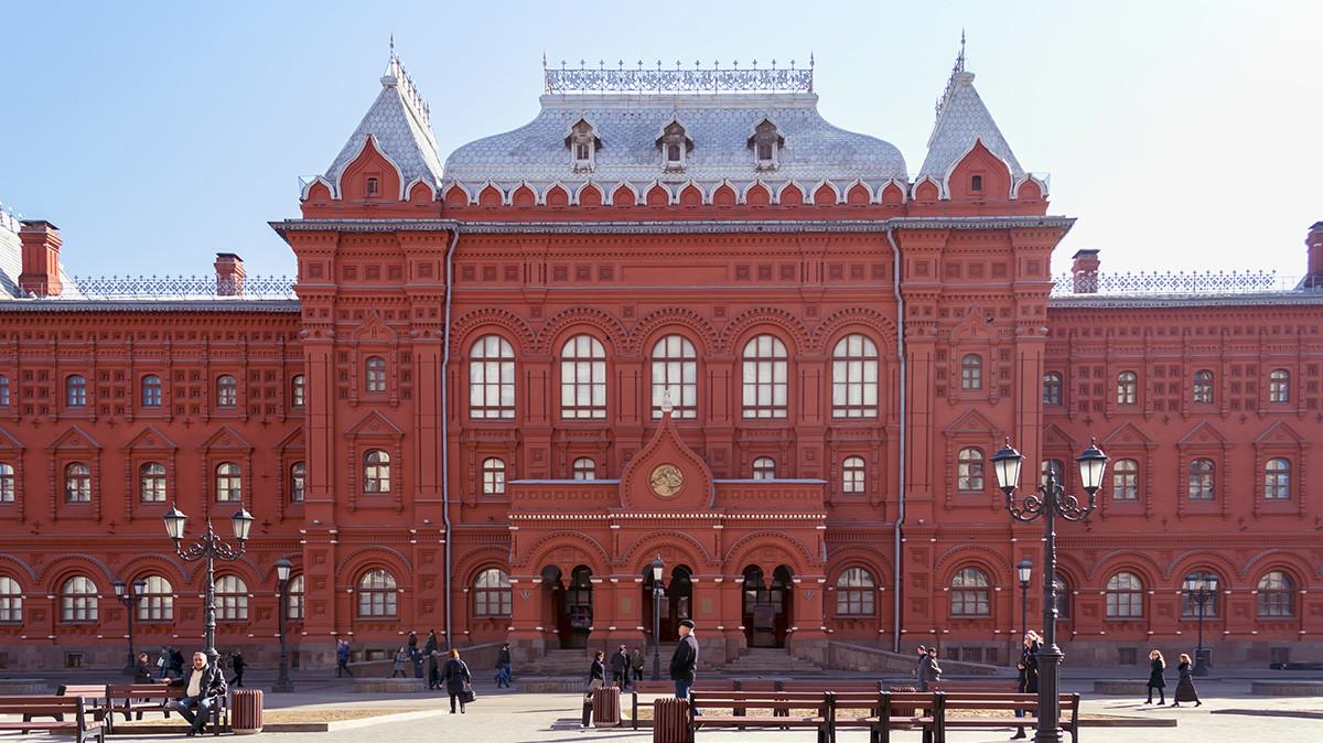 Бывшее здание городской думы, а теперь - Музей Великой Отечественной Войны 1812 года