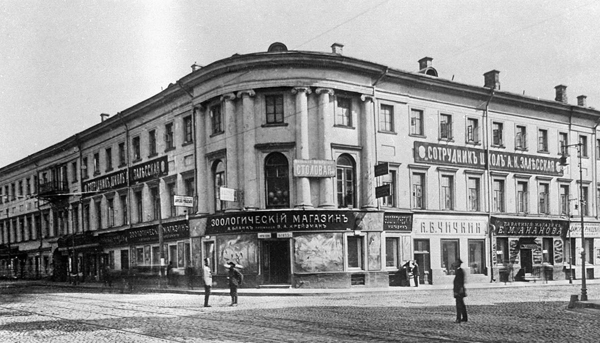 Pet shop (Зоологический магазинъ) in the 19th century Moscow