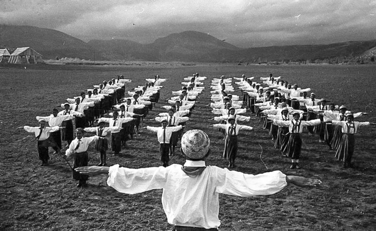 Une séance collective de sport dans un kolkhoze d'Azerbaïdjan, en 1936