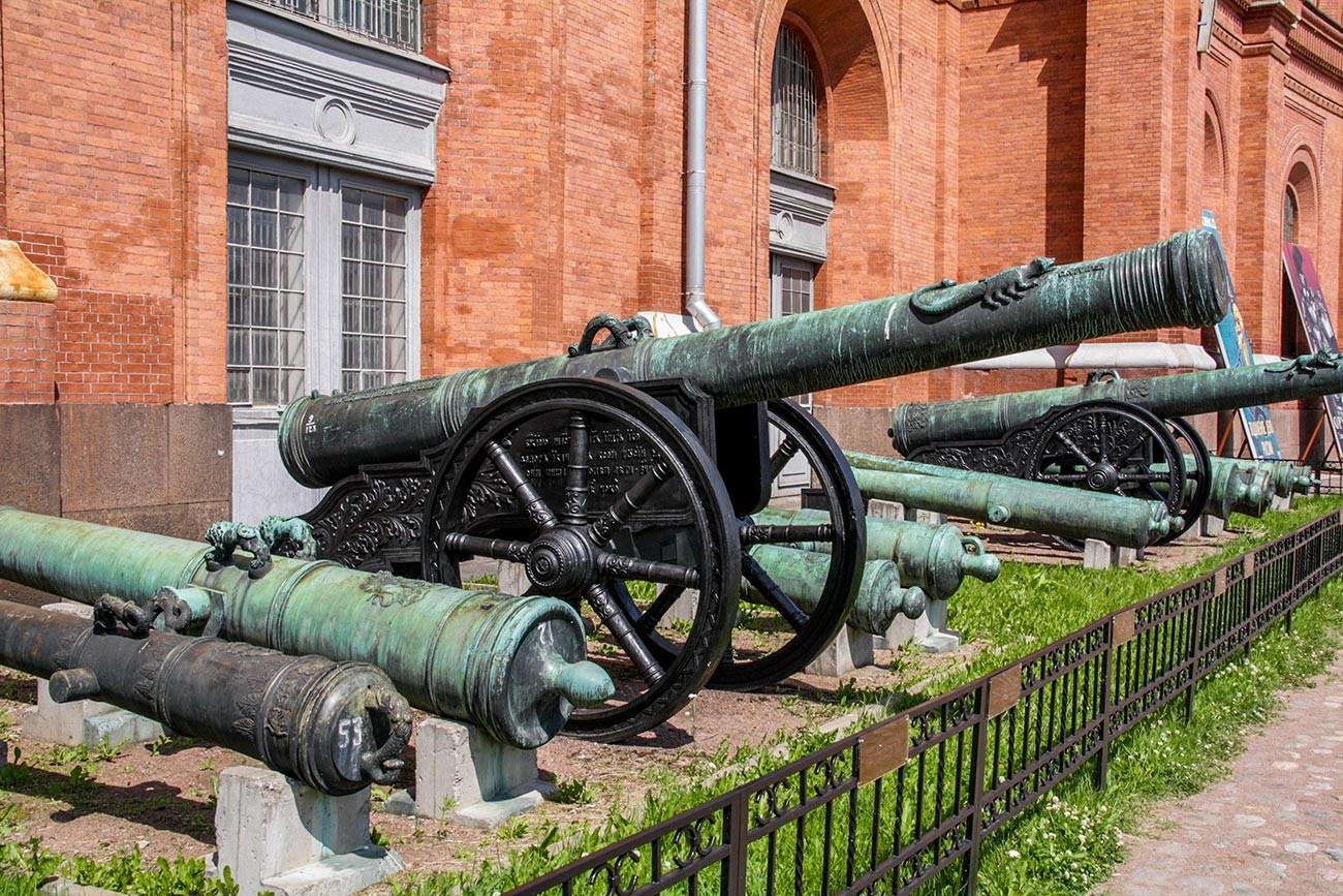 """Топ за опсаду """"Скоропеја"""" калибра 152 мм. Излио мајстор Андреј Чохов 1590. године. Артиљеријски музеј, Санкт Петербург."""