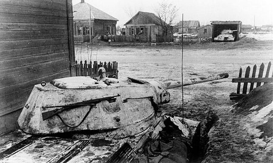 Des chars soviétiques en embuscade près de Rjev