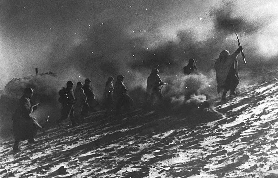 Борци Црвене армије у офанзиви.