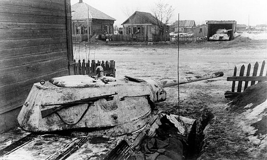 Совјетски тенкови у заседи код Ржева.