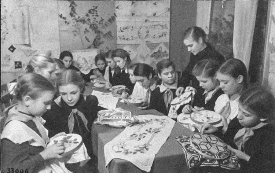 Clube de bordado. Murom, 1952.