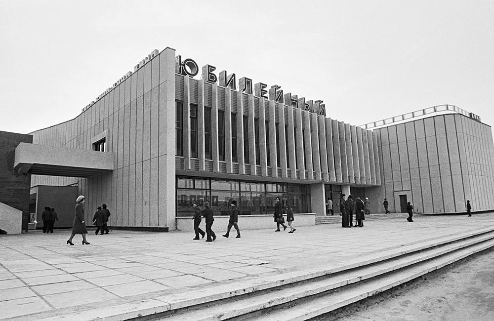 Кинотеатр «Юбилейный» в городе Гомель, 1979.
