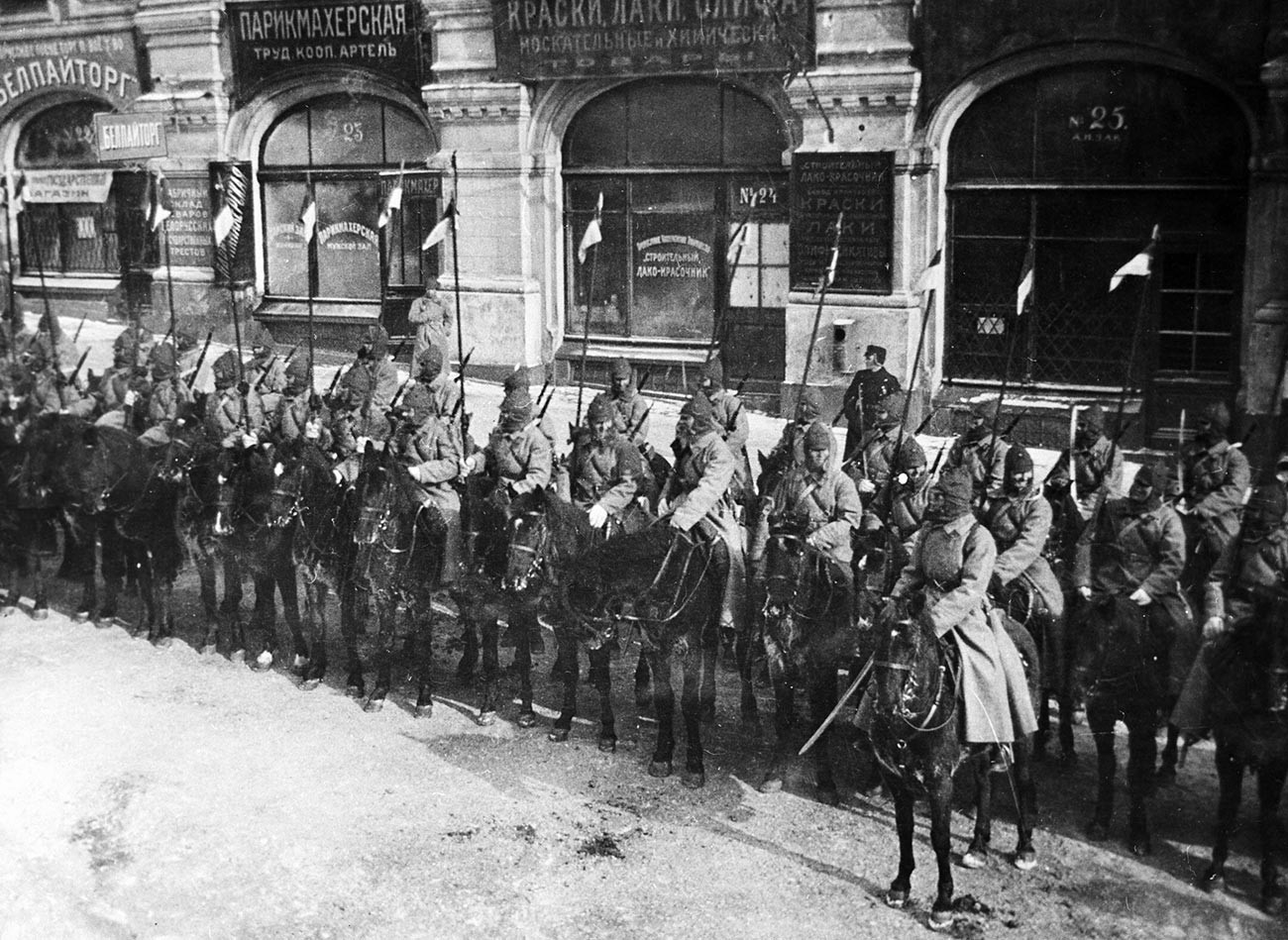 Première armée de cavalerie lors d'un défilé sur la place Rouge