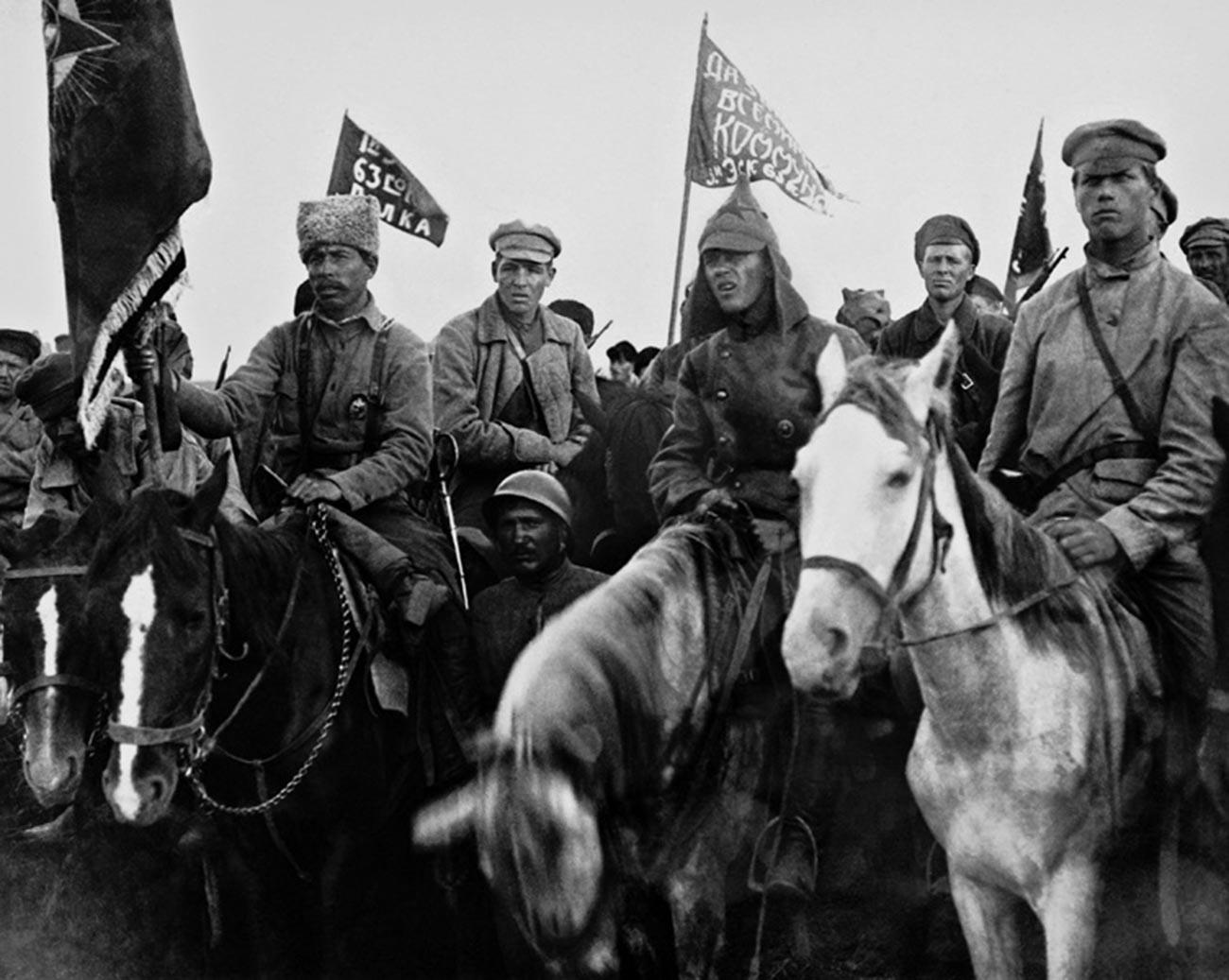 Бойцы Первой конной армии Буденного на митинге.
