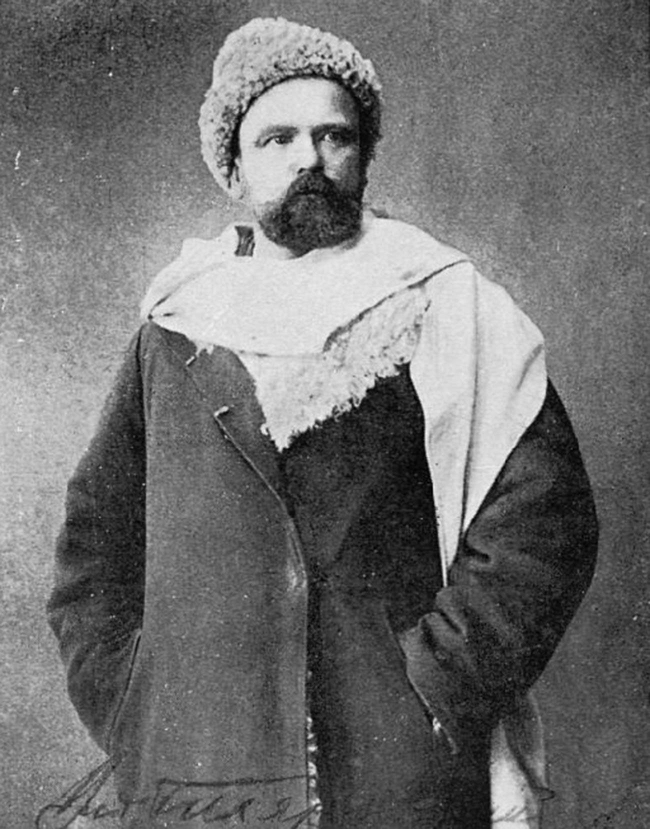 Moscow reporter Vladimir Gilyarovskiy.