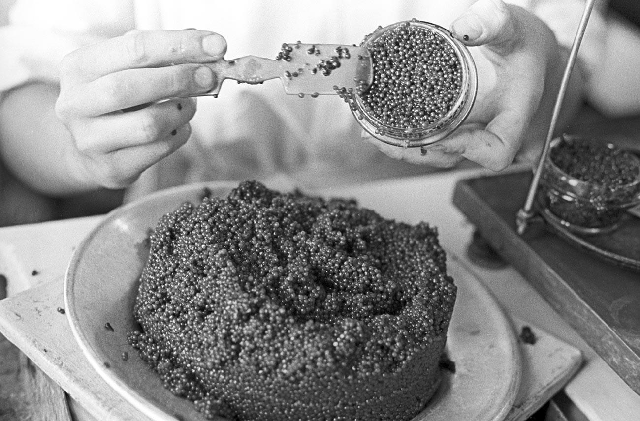 Le caviar noir, roi du food porn soviétique (1965)