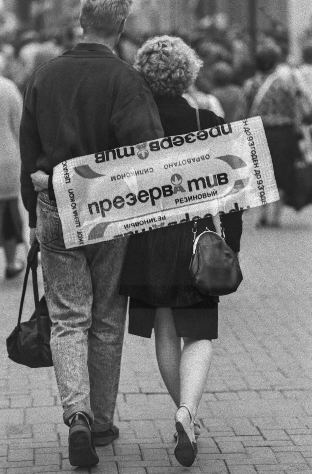 Publicidade de preservativos soviéticos, em 1990.