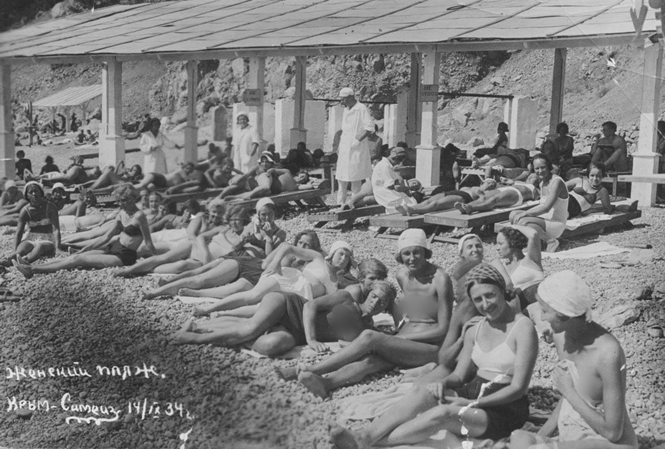Frauenstrand auf der Krim, 1934.