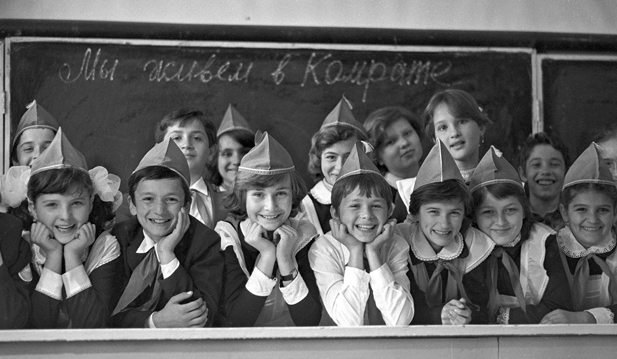 Učenci srednje šole št. 1 v mestu Komrat, 1985