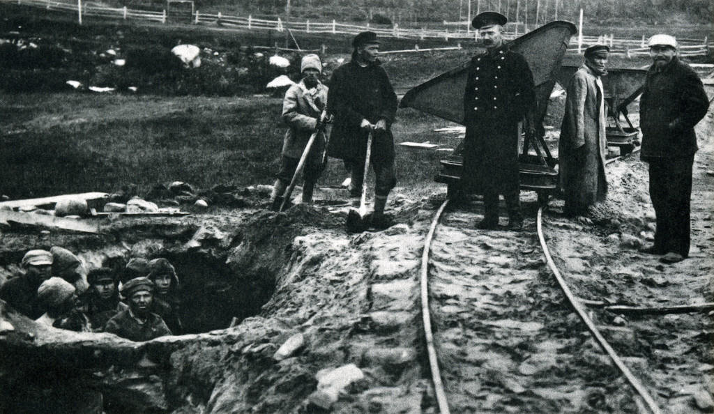 Prisoners of Solovetsky labor camp mining clay for a brick factory