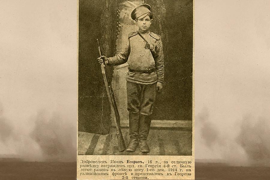 Le volontaire Ivan Egorov, 16 ans, qui a servi sur le front galicien et a été blessé à la jambe gauche.