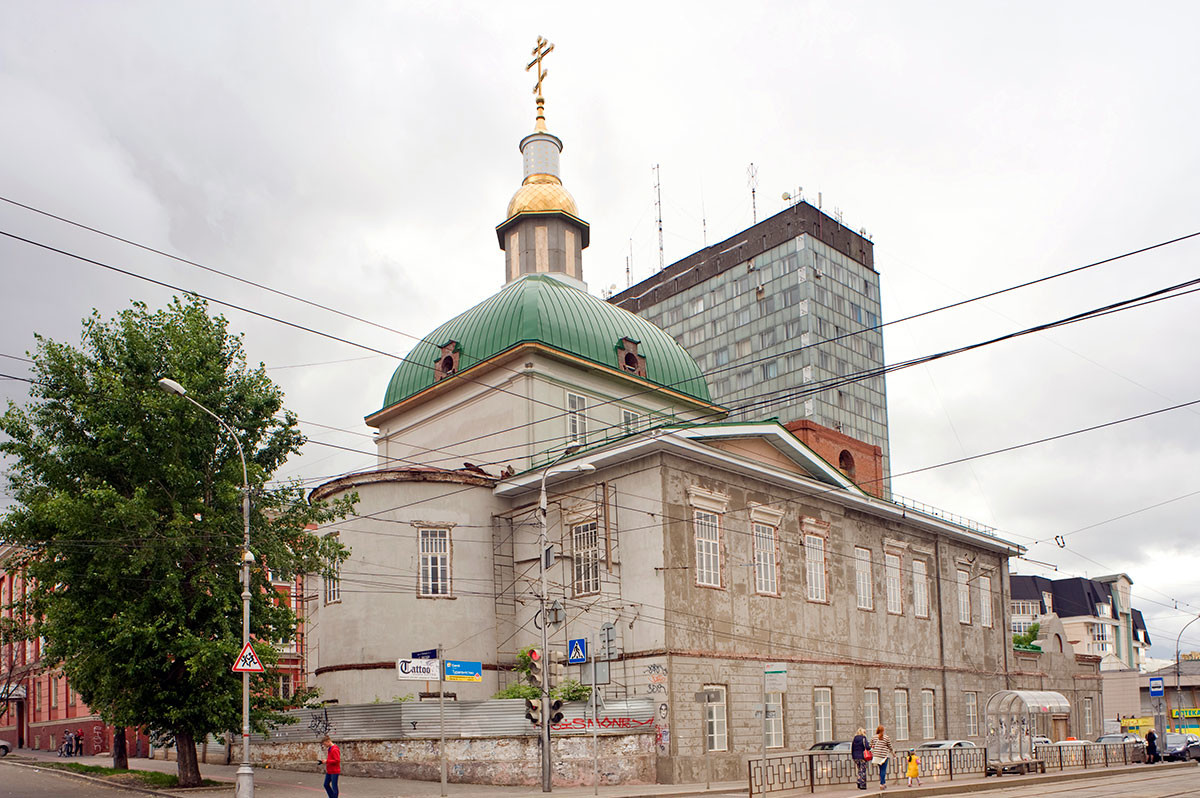 Church of Nativity of the Virgin (Lenin Street 48), northeast view. Its bell tower, demolished during Soviet period, had not yet been rebuilt at time of this view. It has now been rebuilt.  June 2014