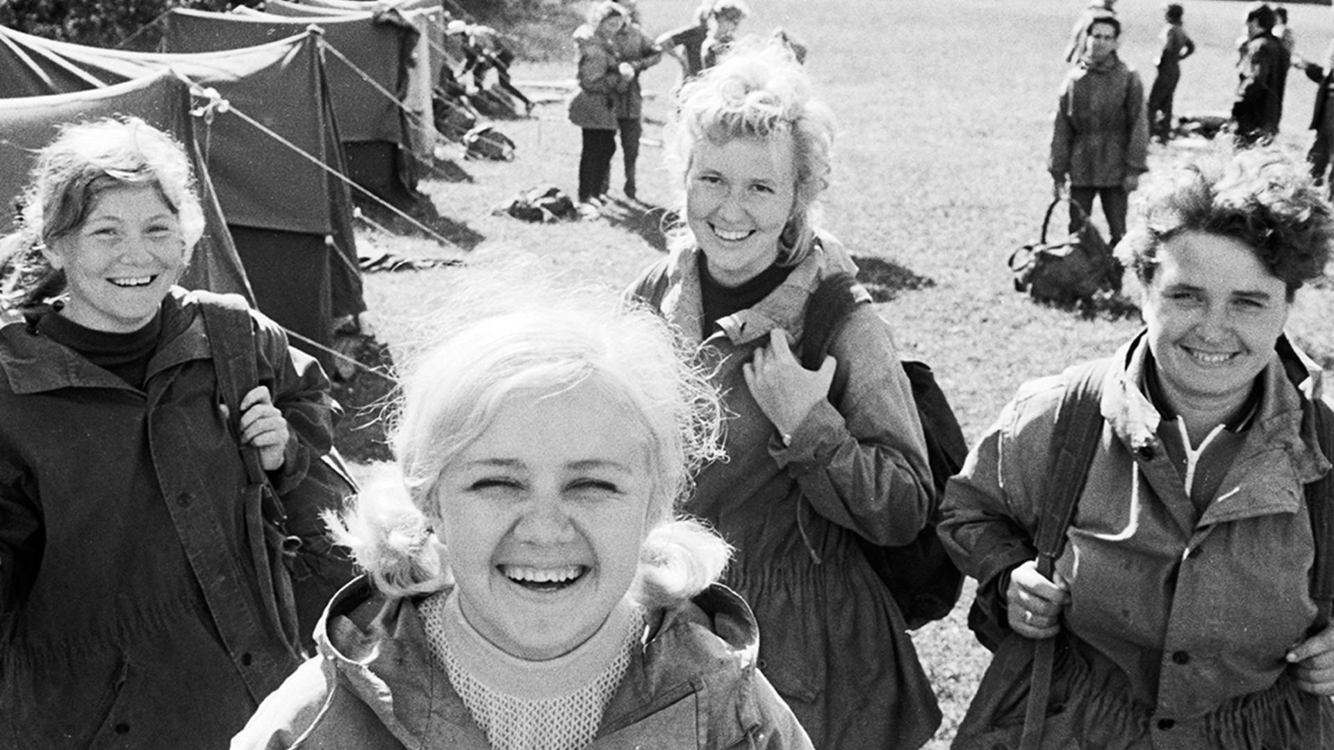 14 мая 1972 г. Туристы на привале.