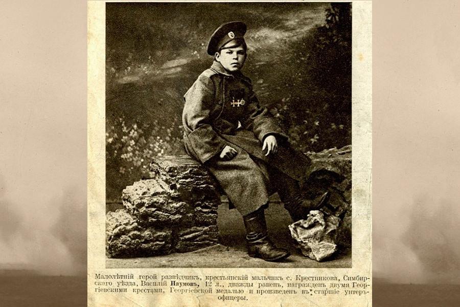 Der 12-jährige Pfadfinder Wassili Naumow
