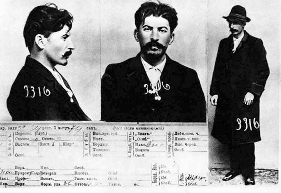 Photos interdites de la carte d'enregistrement du détenu J.V. Staline