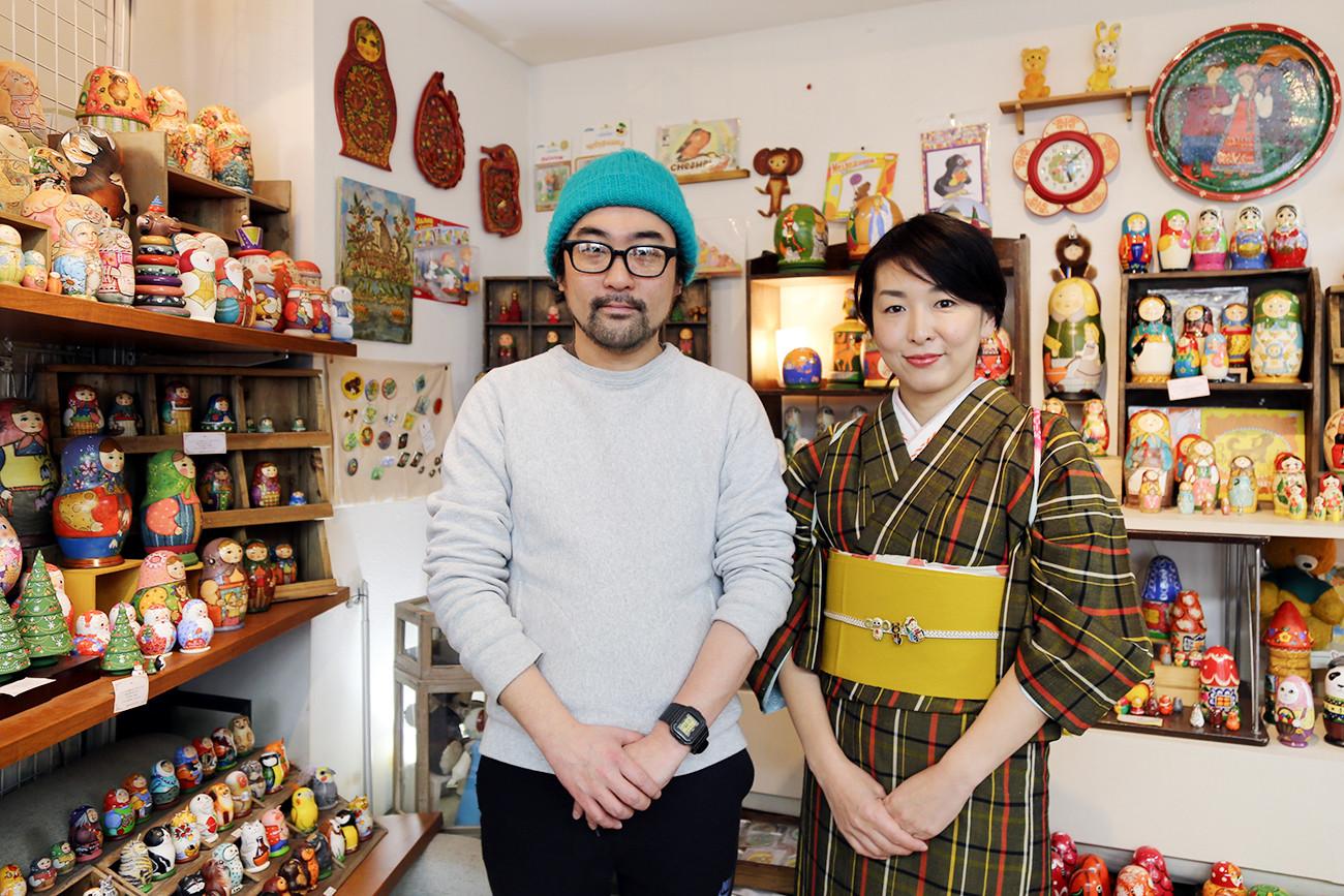 店主の高橋拓也さんと山本香菜さん