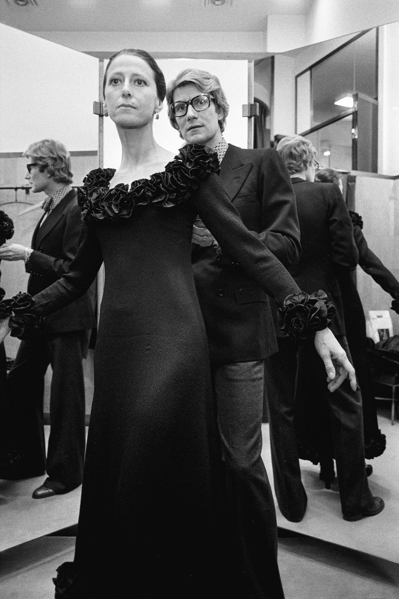 Френският моден дизайнер Ив Сен Лоран с руската балерина Мая Плисецкая