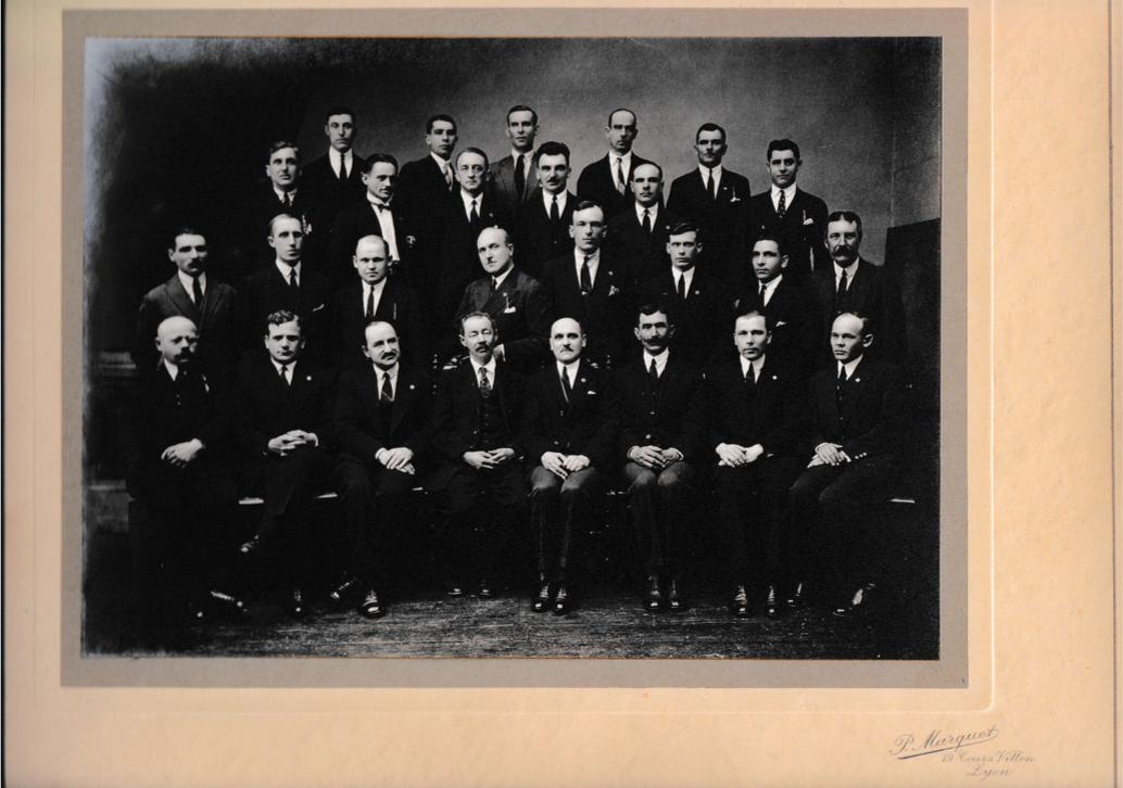 Un groupe d'anciens officiers de l'Armée blanche