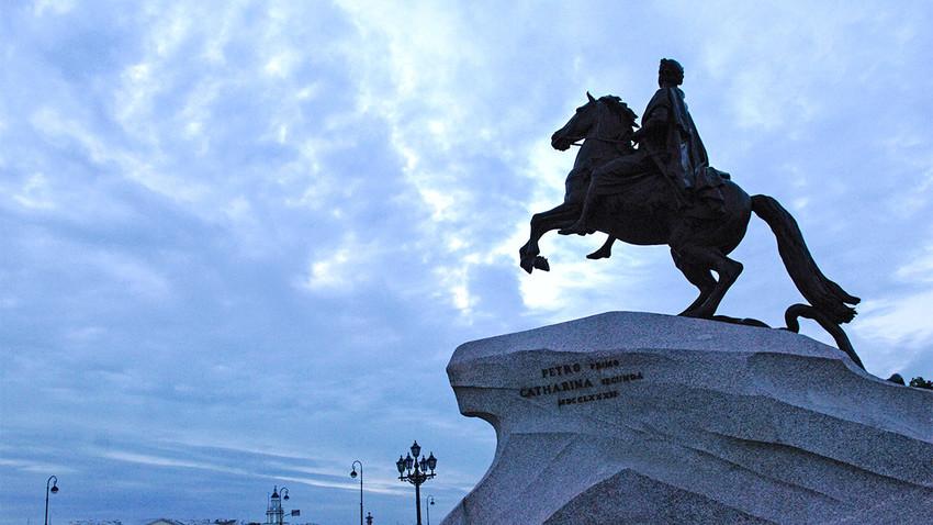 """Brončani konjanik"", spomenik Petru Velikom, na Trgu Senata u Sankt-Peterburgu."