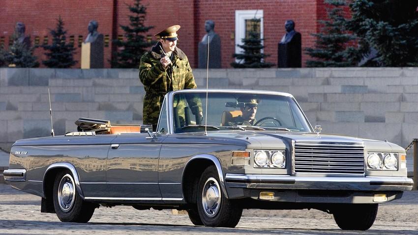 Автомобили ЗИЛ-115В участва в парада, посветен на 59-годишнината от Победата