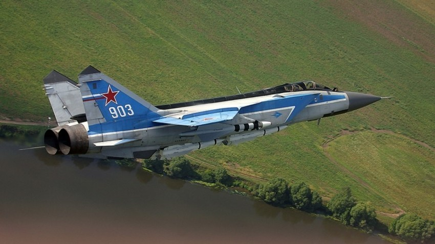 Pesawat pencegat supersonik MiG-31.