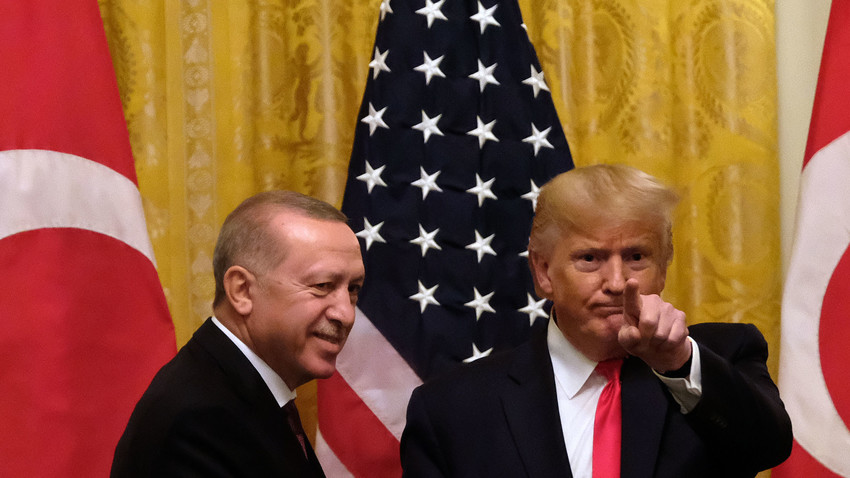 Presiden Amerika Serikat Donald Trump dan Presiden Turki Recep Tayyip Erdogan seusai mengadakan konferensi pers di Gedung Putih, 13 November 2019.