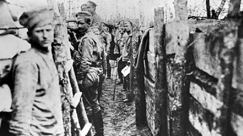 Руски войници на фронта, 1914-1918. Репродукция на Н. Пашин от 1963 г.