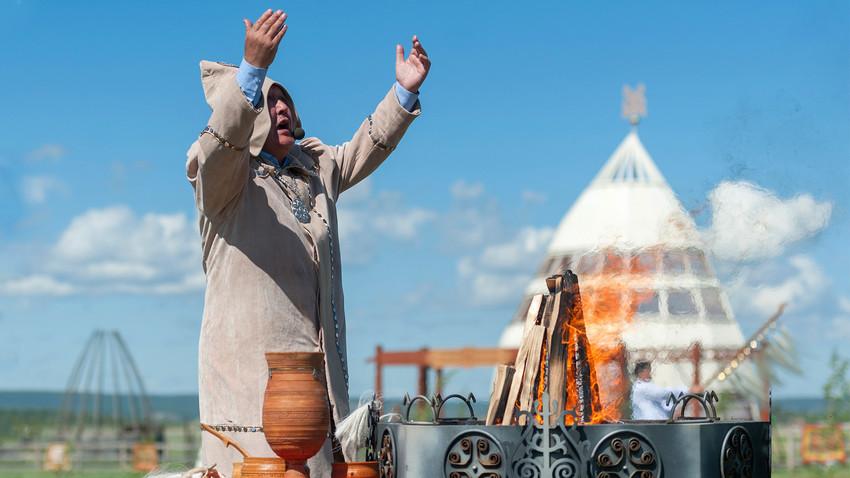 Обряд благословения Алгыс в Якутии.