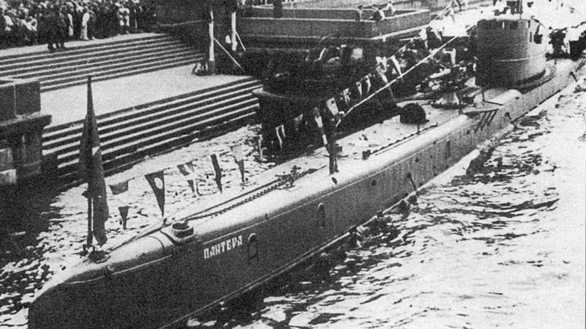 Подморницата Б-2 по модернизацијата, Ленинград, 1935.