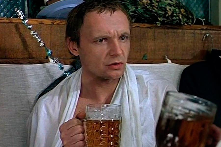 Imagen de la película 'La ironía del destino o goce de su baño', 1975