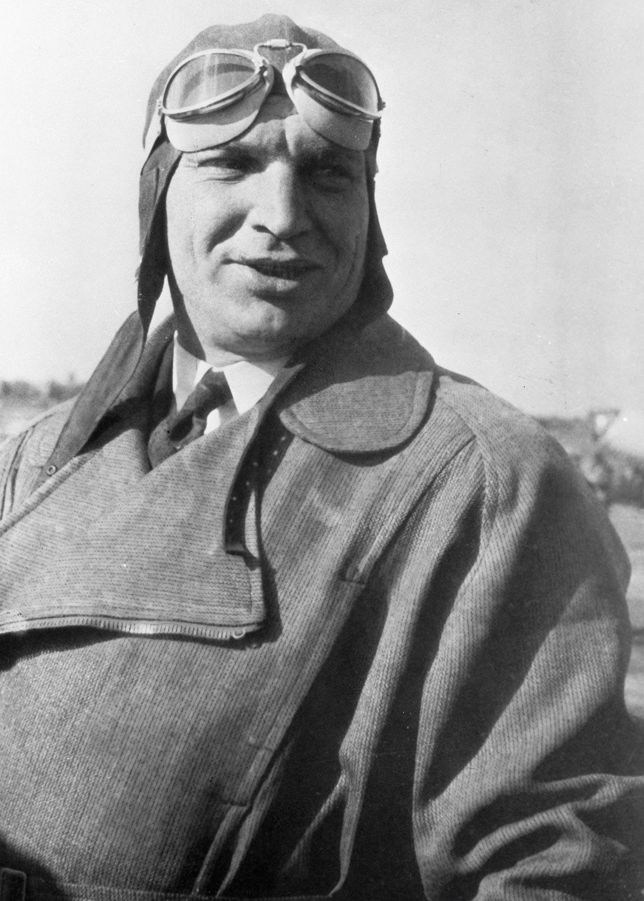 Testni pilot Valerij Čkalov (1904-1938), junak Sovjetske zveze, je umrl 15. decembra 1938 med testiranjem prototipa novega lovca I-180.