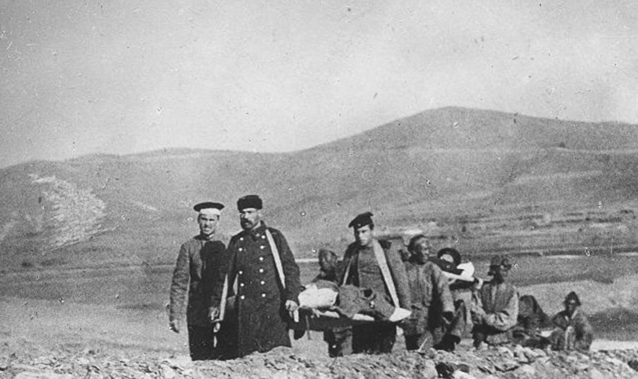 Руско-японска война. Санитари пренасят ранени