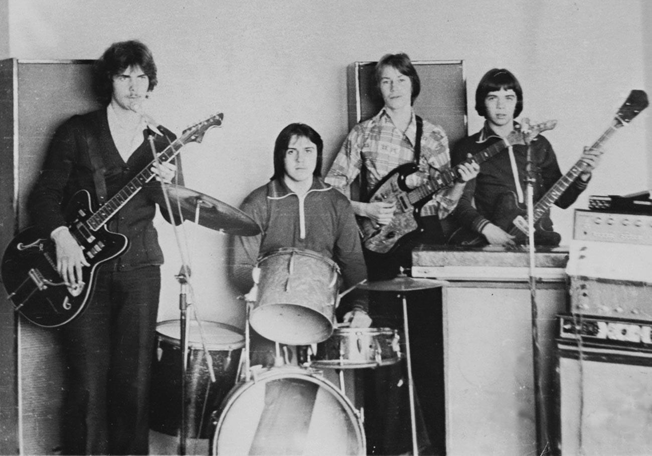 Училиштен бенд од населбата Тула-50.
