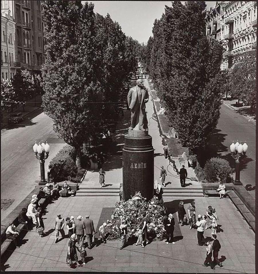 Киев, споменик на Ленин, во текот на педесеттите години од минатиот век.
