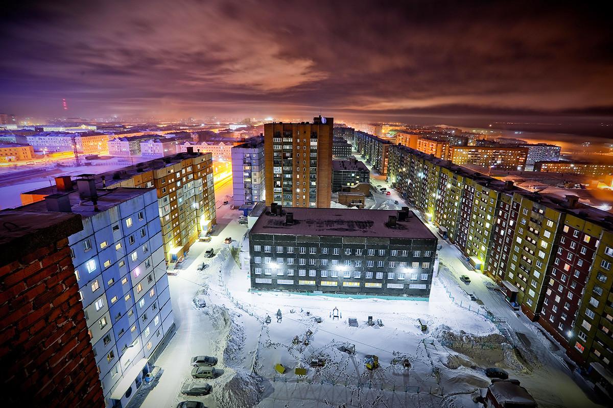 Жилищни сгради, Норилск. Температурата е паднала до -42 градуса по Целзий. 01.10.2018