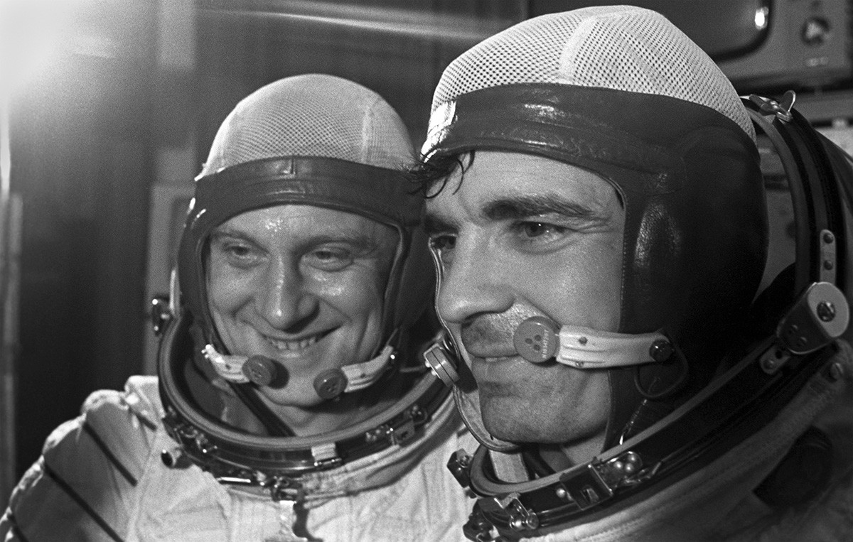 Awak Soyuz-23, Vyacheslav Zudov (kanan) dan Valery Rozhdestvensky, di Pusat Pelatihan Kosmonaut Yuri Gagarin.