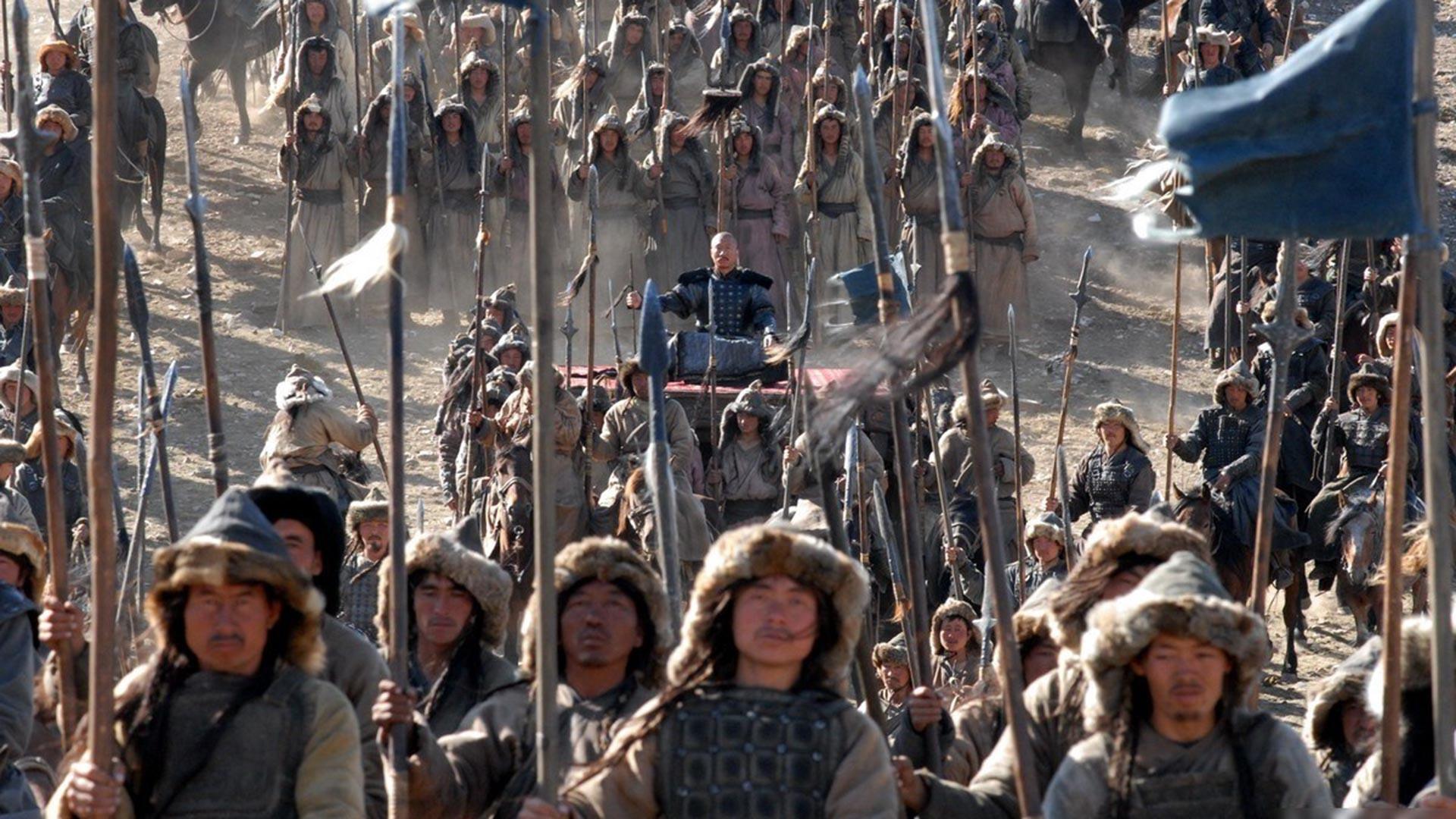Seorang komandan perang Mongol ditandu oleh pasukannya — cuplikan film